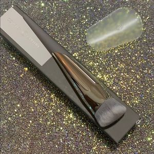 COMPLEX CULTURE angled foundation brush